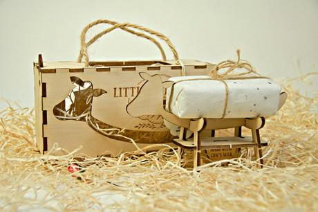В удобную подставку превращается коробка сыра Little Twig Farm