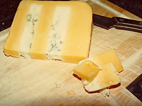 Сыр Double Gloucester может исчезнуть с полок британских магазинов